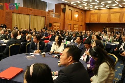 Vietnamese, Czech PMs co-chair business forum - ảnh 2