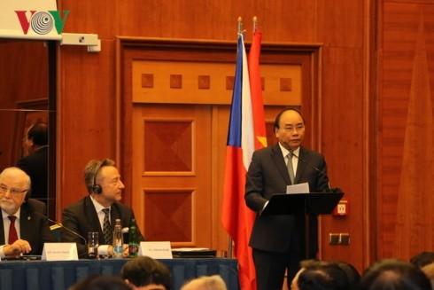 Vietnamese, Czech PMs co-chair business forum - ảnh 1