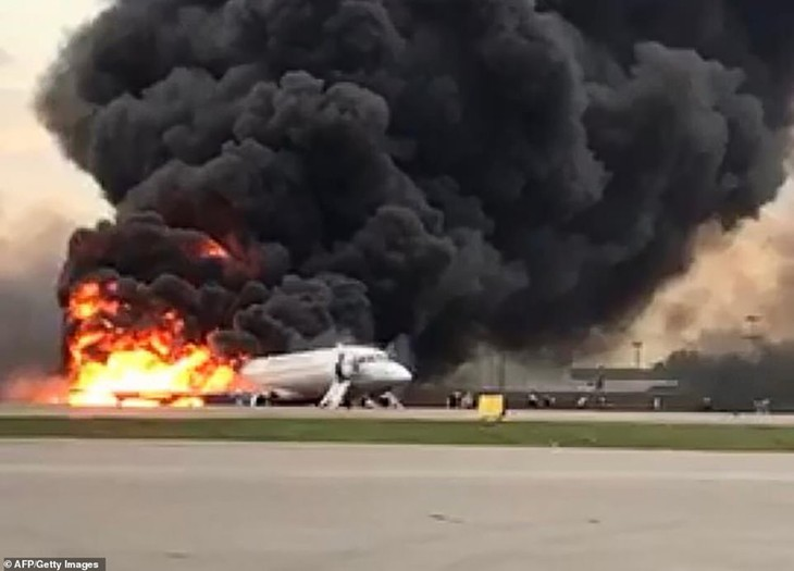41 reported killed after Russian aircraft catches fire  - ảnh 1