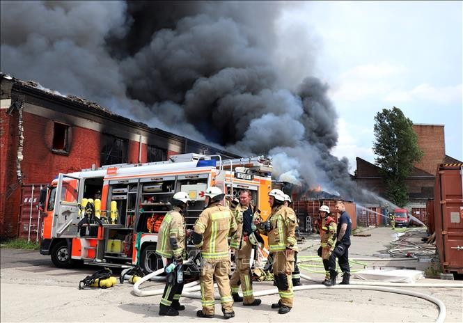 Vietnamese Dong Xuan Centre in Berlin resumes operation after warehouse fire - ảnh 1