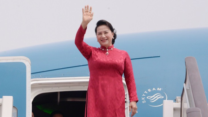 NA Chairwoman arrives in Beijing, continuing official visit to China  - ảnh 1