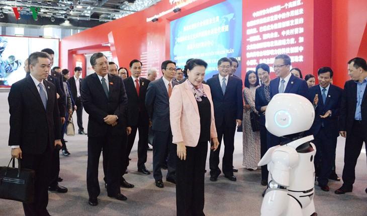 NA Chairwoman visits Zhongguancun Exhibition Centre in Beijing - ảnh 1