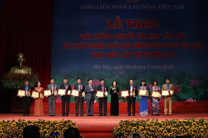 Senior Party official calls for higher role of trade union organizations  - ảnh 1