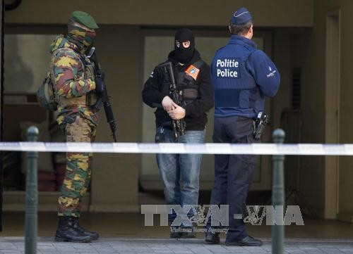 布鲁塞尔法庭延长6个恐怖袭击嫌疑人拘留时间   - ảnh 1