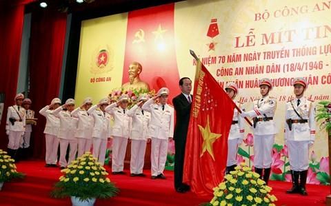 越南国家主席陈大光出席人民公安参谋力量传统日70周年纪念仪式 - ảnh 1