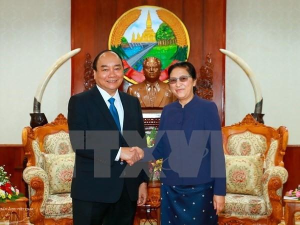 阮春福会见老挝党和国家领导人   - ảnh 1