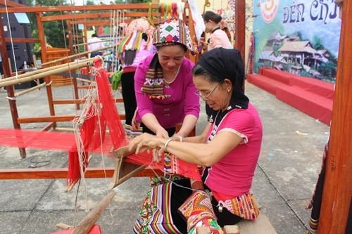 2017年国际和越南丝绸-土锦节将在广南省会安古市举行  - ảnh 1