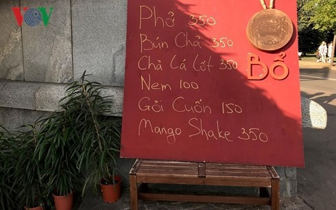 俄罗斯餐厅的越南美食 - ảnh 1