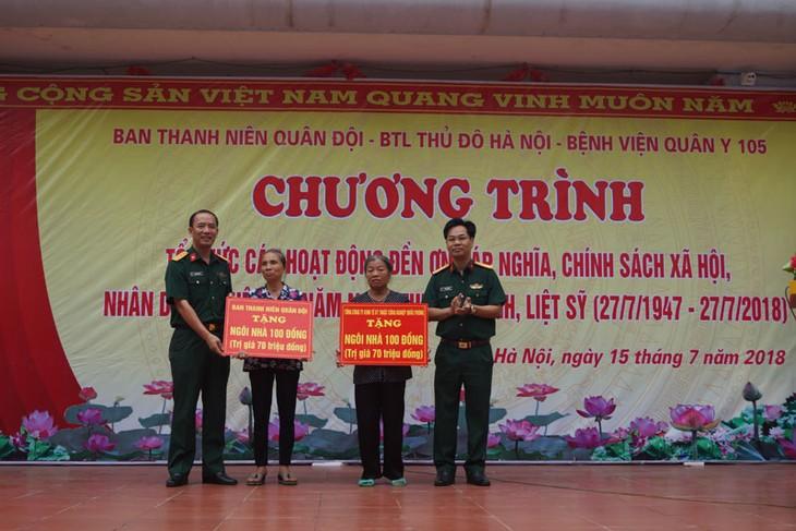 越南荣军烈士节71周年:军队青年举行对政策优抚家庭报恩的活动 - ảnh 1