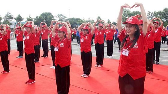 红十字志愿者与青年为社区而行动 - ảnh 1