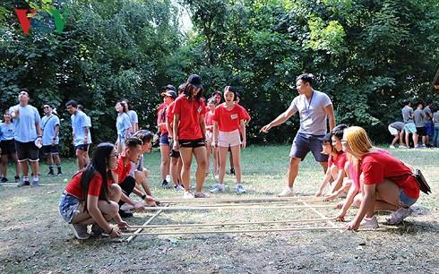 2018年旅居欧洲越南青年大学生夏令营开营 - ảnh 1