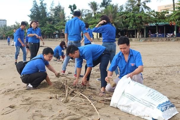 响应2018年世界清洁活动的青年出征仪式举行 - ảnh 1