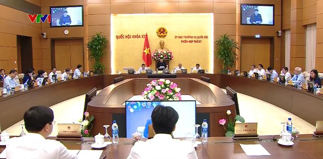 越南国会常委会讨论国会专题监督和质询活动 - ảnh 1