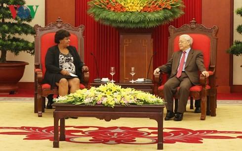 越共中央总书记阮富仲会见古巴共产党代表团 - ảnh 1