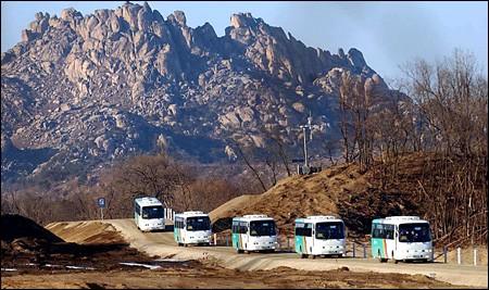 韩朝民间交流活动在金刚山举行 - ảnh 1