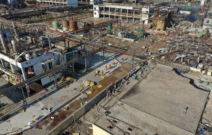 中国江苏省盐城市一家化工厂发生爆炸 死亡人数上升 - ảnh 1