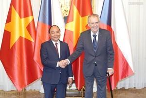 捷克媒体:越南政府总理阮春福的捷克之行为推动两国合作注入动力 - ảnh 1