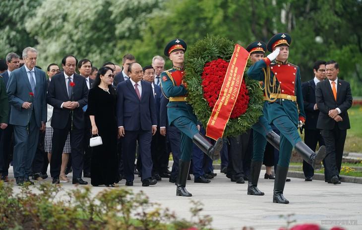 阮春福总理继续访俄行程 - ảnh 1