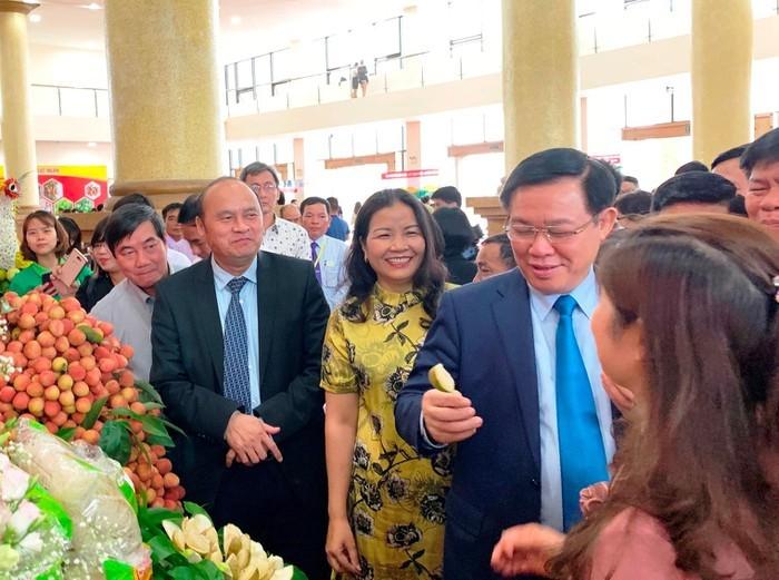 越南政府副总理王庭惠出席北江省荔枝产销论坛 - ảnh 1