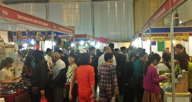 งานแสดงสินค้าไทย MADE IN THAILAND OUTLET 2016 - ảnh 10