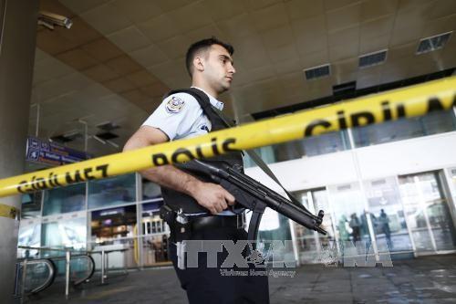 มีผู้เสียชีวิตเพิ่มขึ้นเป็น 43 คนจากเหตุโจมตีสนามบินอตาเติร์กในตุรกี    - ảnh 1