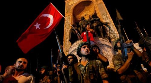 รัฐบาลตุรกีขัดขวางการก่อรัฐประหารได้สำเร็จ  - ảnh 1