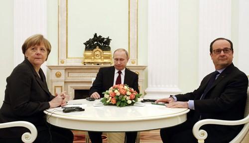 บรรดาผู้นำรัสเซีย เยอรมนี และฝรั่งเศส เจรจาผ่านทางโทรศัพท์เกี่ยวกับสถานการณ์ในยูเครน - ảnh 1