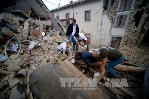 มีผู้เสียชีวิตอย่างน้อย 250 คนจากเหตุแผ่นดินไหวในอิตาลี  - ảnh 1