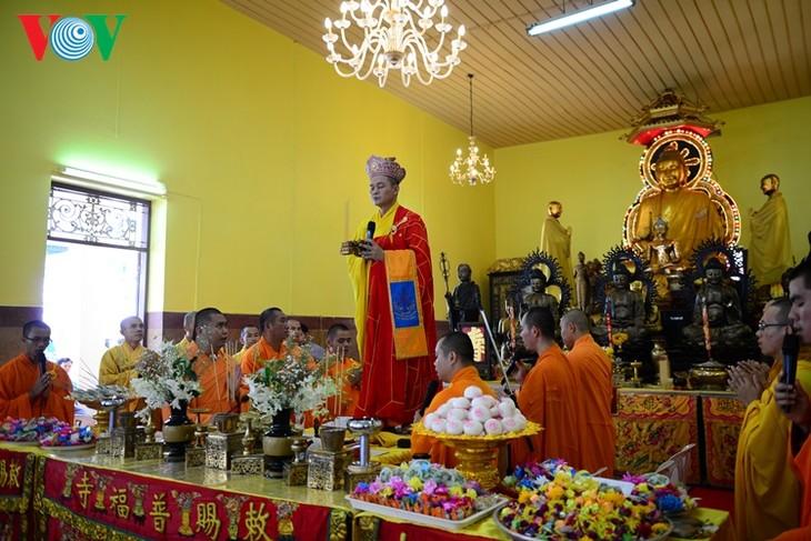 ชาวเวียดนามที่อาศัยในประเทศไทยจัดงานเทศกาลวูลาน  - ảnh 1