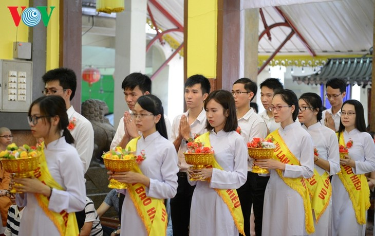 ชาวเวียดนามที่อาศัยในประเทศไทยจัดงานเทศกาลวูลาน  - ảnh 3