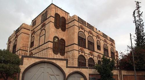 Тегеран обвиняет Саудовскую Аравию в авиаударе по иранскому посольству в Йемене - ảnh 1