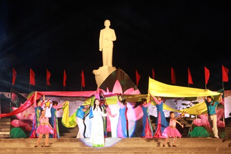 В провинции Кханьхоа отмечают 70-ю годовщину со Дня визита президента Хо Ши Мина в залив Камрань - ảnh 1