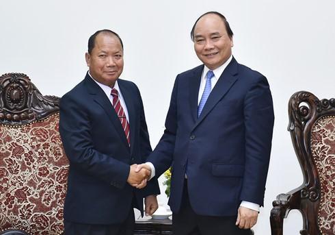 Нгуен Суан Фук принял министра безопасности Лаоса - ảnh 1