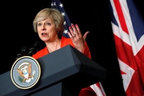 Премьер Британии выдвинет более мягкую позицию по брекситу на переговорах с ЕС - ảnh 1