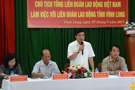 Глава Конфедерации труда Вьетнама провел рабочую встречу в провинции Виньлонг - ảnh 1