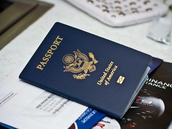 США разрешат гражданам мусульманских стран из черного списка подавать заявку на получение визы - ảnh 1