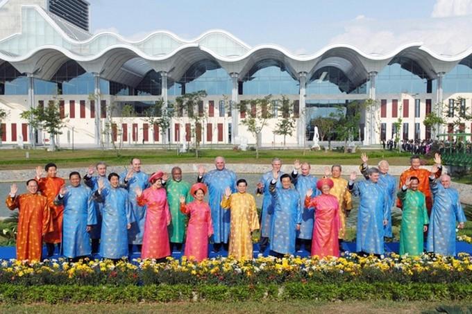 Костюмы лидеров стран АТЭС 2017 подчеркивают особенности вьетнамской культуры - ảnh 1