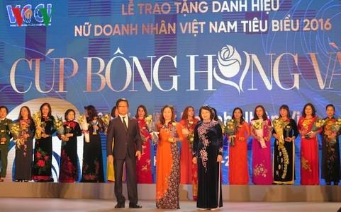 В Ханое награждены лучшие женщины-бизнесмены Вьетнама - ảnh 1