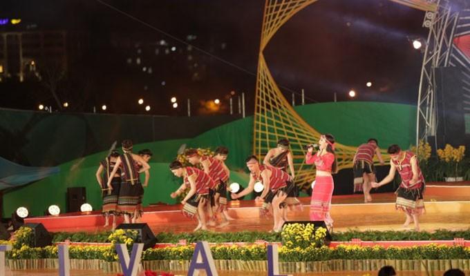 Во Вьетнаме завершился 7-й Далатский фестиваль цветов 2017  - ảnh 1