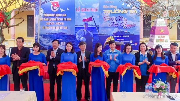 В провинции Хынгйен открылась выставка «Жизнь на островах Чыонгша – яркие цвета волонтёрства» - ảnh 1