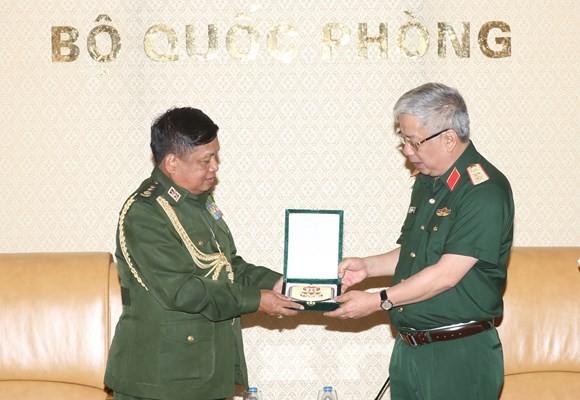 Вьетнам придаёт важное значение оборонному сотрудничеству с Мьянмой - ảnh 1