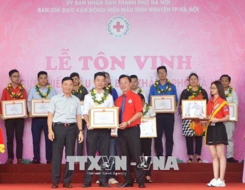 Во Вьетнаме прошли церемонии чествования доноров крови  - ảnh 1