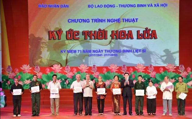 Во Вьетнаме проходят различные мероприятия в честь Дня инвалидов войны и павших фронтовиков - ảnh 1