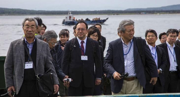 Японская делегация прибыла на спорные с Россией Курильские острова - ảnh 1