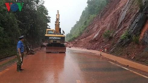 В разных провинциях и городах Вьетнама ликвидируют последствия дождевых паводков - ảnh 1