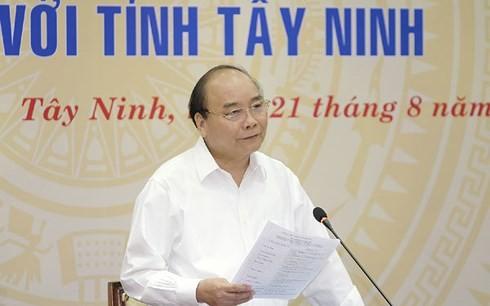 Премьер-министр Вьетнама провел рабочую встречу с руководителями провинции Тэйнинь - ảnh 1
