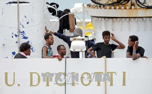 ООН призвала Европу принять мигрантов, находящихся на судне Diciotti - ảnh 1