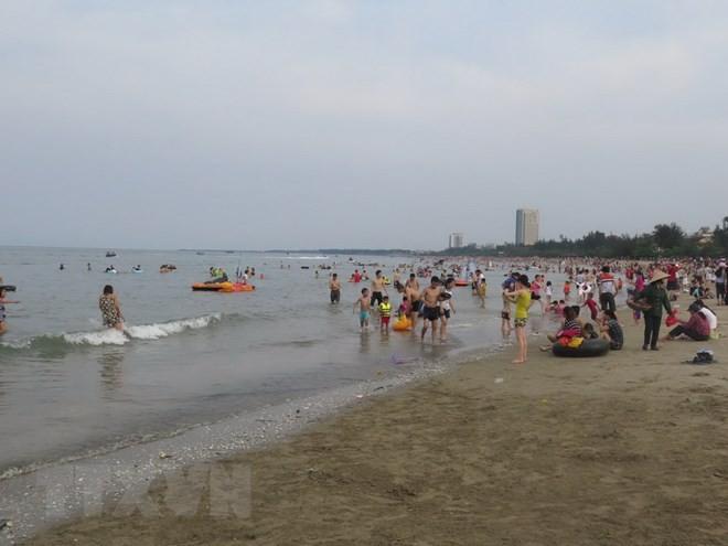 Провинцию Биньтхуан и город Вунгтау посетило большое количество туристов во время праздника - ảnh 1