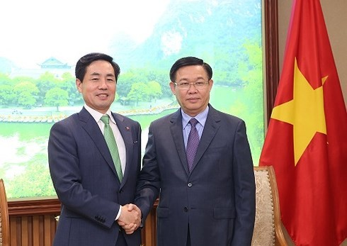 Вице-премьер Вьетнама принял президента южнокорейского корпорации Lotte  - ảnh 1