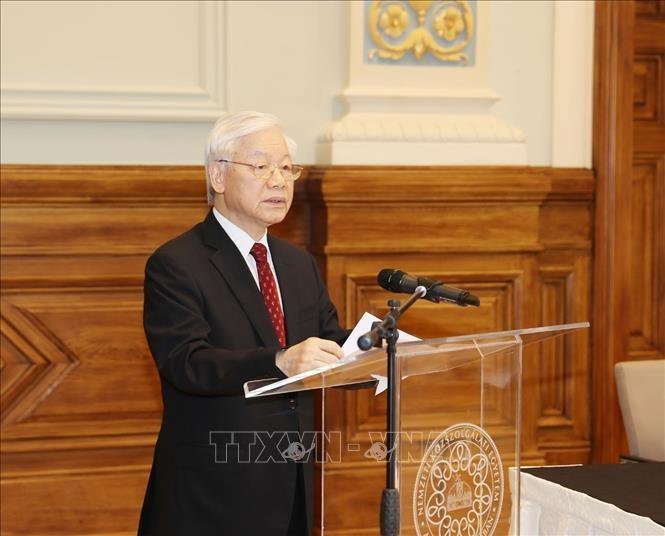Генсек ЦК КПВ Нгуен Фу Чонг принял участие во 2-й конференции ректоров вьетнамских и венгерских вузов - ảnh 1